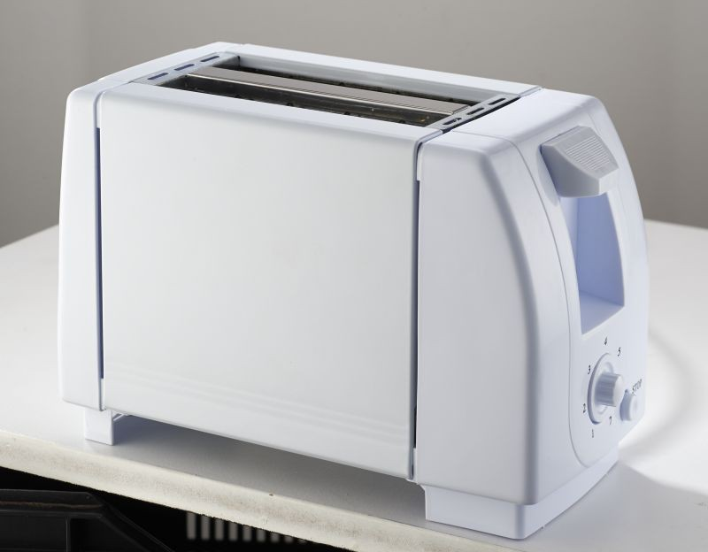 Two Small Appliances ~ Pineware white slice toaster small appliances